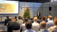 Die Bienenwabe stand Modell: Prof. Dr.-Ing. Dirk Biermann, Leiter des Instituts für spanende Fertigung der Technischen Universität Dortmund, stellte am Expertentag MAPAL Dialog verblüffende Forschungsergebnisse vor