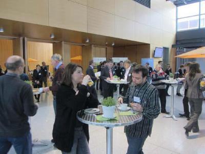Networking beim Kongress Energieautonome Kommunen im Konferenzbereich der Messe Freiburg im Rahmen der GETEC