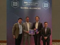 Bei der Übergabe der Auszeichnung auf dem Dell Technologies Global Partner Summit in Las Vegas: Michael Lang, Head of Sales (2. v. l.), und Julian Fay, Team Lead Presales (2. v. r.), beide noris network