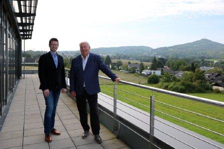 Prokurist, Christopher Wilke,  und Rüdiger Jakob, Geschäftsführer, am Unternehmensstandort von BINSERV in Königswinter