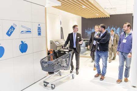 wanzl connect, unterstützt durch den Smart Trolley, sammelt wichtige Kundendaten im Markt (Fotos: Wanzl Metallwarenfabrik GmbH)