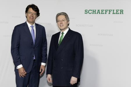 Klaus Rosenfeld, Vorsitzender des Vorstands und Aufsichtsratsvorsitzender Georg F. W. Schaeffler bei der Hauptversammlung der Schaeffler AG (v. l.). Foto: Schaeffler