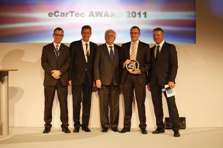 From left: Martin Altepost, member of the jury, TÜV Süd Automotive; Robert Metzger, MunichExpo; Martin Zeil, Bavarian State Minister for Economic Affairs, Infrastructure, Transport and Technology; Rolf Najork, Director of Schaeffler's eMobility Systems Di