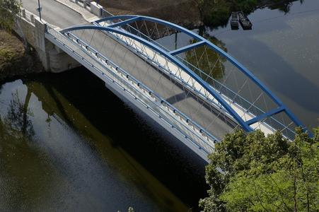 Auf über 30 Jahre Erfahrung kann SWIETELSKY bei Neubau und Sanierung von Brücken aller Dimensionen verweisen. Im Bild die Brücke in Záreci, Südböhmen. (Quelle SWIETELSKY)