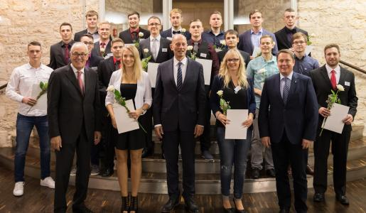 Die Preisträger der WAGO Stiftung mit (v.l.) Wolfgang Hohorst, Minister Wolfgang Tiefensee und Sven Hohorst