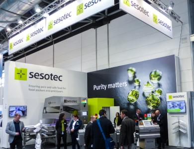 At the interpack trade fair stand Sesotec presented INTUITY metal detectors, RAYCON X-ray scanners, and a CAPTURA FLOW food sorting system