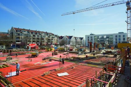 On a 4100 m² site – roughly the area of a small football pitch – this part of Munich now has 69 housing units, a basement garage and several shops.