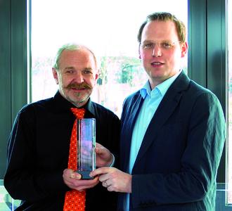 Von links nach rechts: Andreas Lausch, setron, Director Purchasing/Marcom und Andreas Spiegels, Sales Manager, Kingbright.