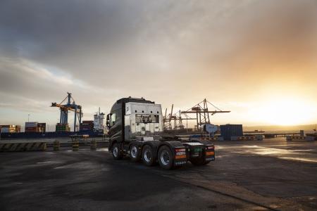 Bei der bevorstehenden Challenge von Volvo Trucks wird ein in Serie hergestellter Lkw der Modellreihe Volvo FH16 750 mit dem neuen I-Shift-Crawler versuchen, ein extrem schweres Gewicht zu ziehen