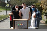 Übergabe der Atemschutzmasken an das BRK