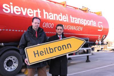 Volker Lauxtermann, Logistikleiter für den Silobereich und Rui Macedo, Geschäftsführer der Sievert Handel Transporte GmbH.