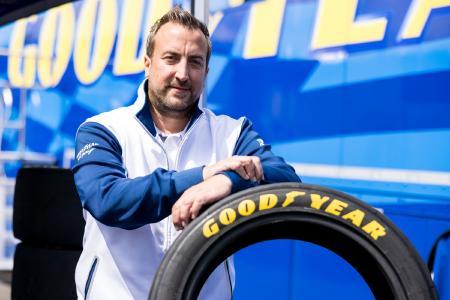 Alexander Kühn (45), Goodyear Car Motorsport Product & Operation Manager EMEA, leitet das Team aus 40 Reifenspezialisten, das beim 24h-Rennen in diesem Jahr für Goodyear im Einsatz ist (Foto: Jan P. Brucke)