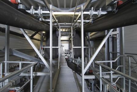 In einer Papierfabrik läuft der SICON® in einer redundanten Ausführung mit zwei Fördergurten. Bei Wartung oder Reparatur eines Fördergurtes kann so der zweite Förderer die komplette Förderleistung übernehmen. Ergebnis: eine erhebliche Reduzierung der Stillstandzeiten der Verbrennungsanlage