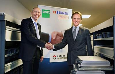Berner und bott kooperieren europaweit im Rahmen einer Experten-Allianz (im Bild: Armin Heß, Vorsitzender der Geschäftsführung Berner (li), Dr. Reinhard Wollermann-Windgasse, Geschäftsführender Gesellschafter der Bott Firmengruppe (re)