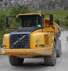 Nutzfahrzeuge in besonders anspruchsvollen Umgebungen oder mit komplizierten Mechaniken sind aufgrund Ihrer hohen Anschaffungskosten nicht leicht zu ersetzen / Bild: pixabay