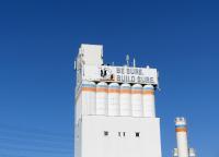 Installationsarbeiten auf 50 Metern Höhe und Temperaturen unter 0 °C am Pulverturm der MC-Bauchemie im März 2018.