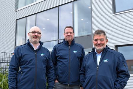 Der Vorstand der LIS AG, (v.l.) Magnus Wagner, Rolf Hansmann und Hilmar Wagner, freut sich, dass der Neubau erfolgreich reali-siert wurde. (Foto: LIS AG)