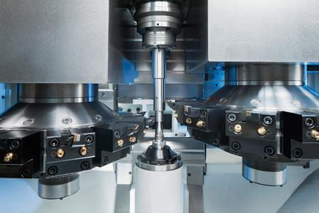 VT 2-4: 4-Achs-Bearbeitung von Elektromotorwellen in hohen Stückzahlen