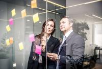 WINGS-Fernstudium startet jetzt zwei neue Aufbaukurse zum Senior Business Coach im wirtschaftlichen und im psychosozialen Bereich. Foto: Shutterstock/WINGS
