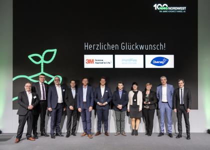 Die ausgezeichneten Lieferanten gemeinsam mit der Jury, Nordwest-Vorstand und -Marketing