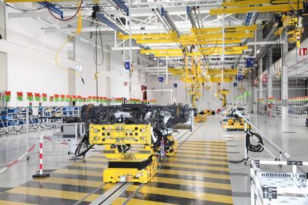 Die neue experimentelle Montagelinie im Werk Bourg-en-Bresse für die Entwicklung künftiger LKW-Generationen bis hin zur Serienproduktion