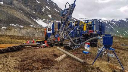 Bohrer auf dem Goldprojekt Estelle; Foto: Nova Minerals