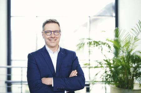 The previous managing director and shareholder Ruediger Ruh will take over the company with effect from January 1, 2021. Ruh, who joined the company as managing director in 2018, studied precision engineering at the FH Furtwangen (Germany). He worked for many years as a development engineer, development manager and as managing director. His focus was on mechanical engineering, optical sensor technology and laser technology.