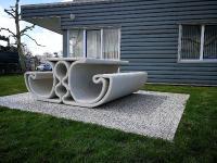Freie Formen lassen sich mit dem 3D-Druck mühelos erschaffen – so auch für außergewöhnliche Sitzgelegenheiten, die durch Komfort sowie Haltbarkeit und Beständigkeit überzeugen.