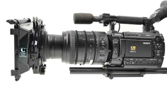 Der Adapterring 411 80 verbindet das neue Sony Zoomobjektiv für die PMW F3 mit der Chrosziel MatteBox MB456