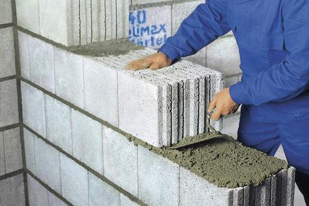 Light weight masonry mortar containing Poraver is characterized by excellent insulation, elasticity, yield and ease of processing. Photo: Dennert Poraver GmbH