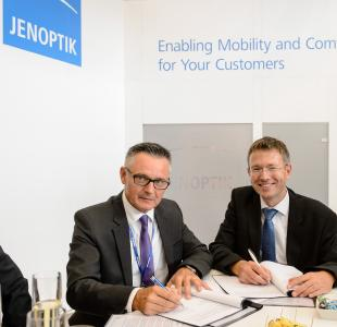 Jenoptik and the rail vehicle manufacturer Končar Electric Vehicles Inc. signed a declaration of intent with regard to closer cooperation during the International Trade Fair for Transport Technology, Innotrans, in Berlin. Picture, from left: Ivan Bahun, President of the Managing Board of Končar Electric Vehicles Inc., and Klaus Badstieber, General Manager of Jenoptik Power Systems (Photo: JENOPTIK)