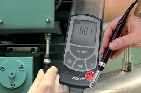 Verlässliche Oberflächentemperaturmessung – z.B. mit dem TFN 520 von Ebro Electronic mit integriertem Thermoelement-Sensor im Temperaturfühler.