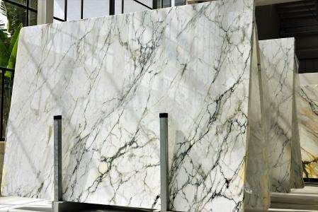 Die Spezialschutzfolie für künstliche Marmoroberflächen vereint Transparenz, UV-Schutz und eine hohe Widerstandsfähigkeit mit optimalen Klebeeigenschaften.