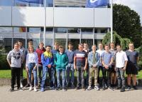 Gruppenbild der Azubis im Headquarter Leonberg / © GEZE GmbH