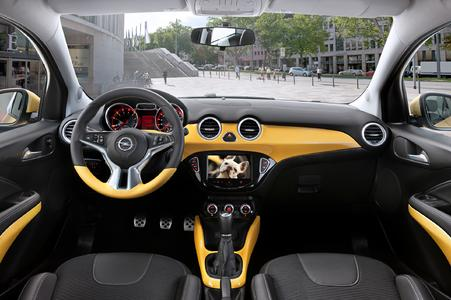 Round instruments in the classic chronograph style, distinctly trendy lighting, chrome-finished controls, and the highly scratch-resistant TEPEO 2® Protect surface on the dashboard are all important design features. Photo: Opel AG