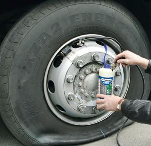 WABCO präsentiert Tire Premium Seal - das innovative latexfreie Reifenreparaturset für Nutzfahrzeuge