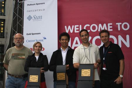 Von links: James Gosling, Bettina Polasek (2. Platz), Deni Lukmanul Hakim (3. Platz), João Arthur Brunet Monteiro (Jazoon Rookie 2009), Roland Zigerli (canoo)