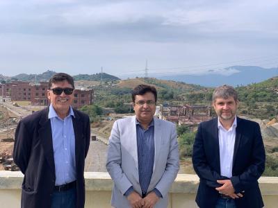 MCI auf Besuch in Pakistan 2019. Von links nach rechts: Nasser Ali Khan, Project Director der PAF-IAST, Arshad Hussain, Direktor der School of Chemical and Materials Engineering und MCI-Senior Lecturer Alexander Dumfort