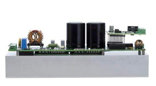 Dual-axis controller for sensorless operation of high-performance servo motors