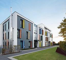 Schüco Corona SI 82 Fensterelemente und Türen sind Bestandteil des ganzheitlichen Energiekonzeptes der Klimaschutzsiedlung Mönchengladbach / Bildnachweis: Schüco International KG