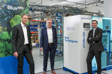 v.l. Peter Kaden, Produktmanagement; Thomas Bartmann, Leiter Sales, Marketing und Service und Georg Dietrich, CEO präsentieren Clean Cooling der nächsten Generation: den eChiller120