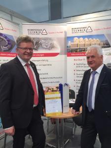Matthias Lißke, Geschäftsführer der WFE gratuliert Werner Weißbach, Vertriebsleiter bei KTW