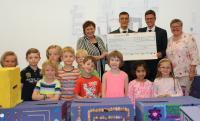 Bild (von hinten links): Doris Hirsch (kids@kita), Michael Strauß (kids@kita), Frank Hartmann (BITZER) und  Gerda Ruzitschka (kids@kita) bei der Spendenübergabe