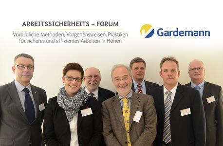"""Beim ersten Gardemann-Arbeitssicherheits-Forum waren sich die Experten einig: """"Null Unfälle mit Arbeitsbühnen ist das Ziel"""". (v.l.) Matthew Hickin (Geschäftsführer Gardemann) Kathrin Stocker(Berufsgenossenschaft Holz und Metall), Horst Podszus (Total Walther), Harald Gröner (RWE Power), Reinhard Willenbrock (IPAF), Dr. Marco Einhaus (Berufsgenossenschaft Holz und Metall), Hubert Gardemann (Marketing-Leiter Gardemann)"""