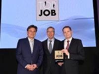 Vorstände Jürgen Engler und Jens Horstmann mit Wolfgang Clement (mitte) bei der Preisverleihung in Berlin