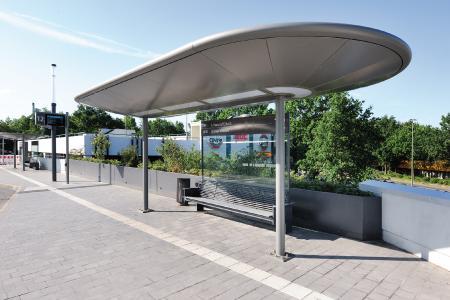 Der neue Zentrale Omnibusbahnhof in Gelsenkirchen bietet Fahrgästen und Passanten eine barrierefreie, übersichtliche und komfortable Anlage.