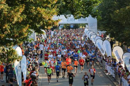 Immer wieder beeindruckend: Der Startschuss beim ebm-papst Marathon / Bild von 2016