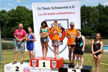 """Bei dem """"Swim and Run"""" in Achim siegte Melanie Strutz bei den Damen, und Ricarda Lang wurde Dritte in der Damen-Wertung"""
