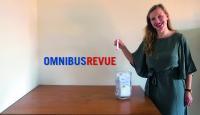 Die stellvertretende Chefredakteurin der OMNIBUSREVUE, Anja Kiewitt, durfte Glücksfee spielen und den Gewinner des BUGA-Gewinnspiels ermitteln, © Foto: OMNIBUSREVUE