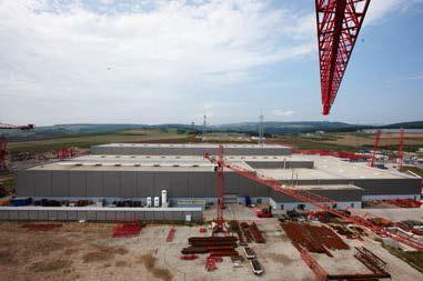 Blick auf 120 000 Quadratmeter Lager- und Produktionsfläche: Seit 2008 stellt Wilbert im neuen Werk Waldlaubersheim seine Turmkrane mit herausragenden  Eigenschaften her Foto: EWM HIGHTEC WELDING
